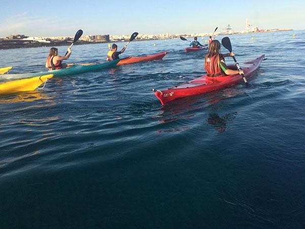 imagen_piraguas_escuela_nautica_puerto