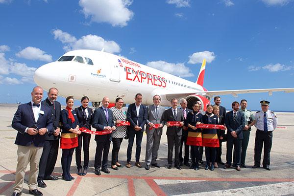 Iberia express bautiza uno de sus aviones a320 con el for Oficinas iberia express